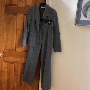 Beautiful Tahari Arthur S. Levine 2-piece suit EUC